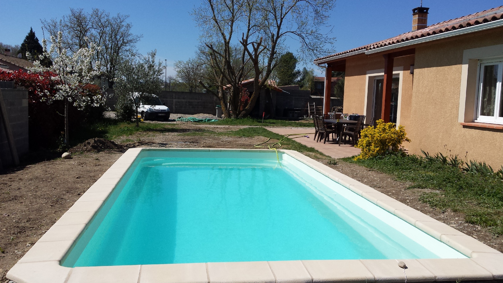 Installation terrassement d'une piscine coque polyester à Auterive 31190 Haute Garonne