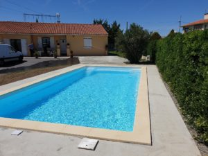 Hydrazur Piscines coulage terrasse plage béton pose margelle pierre reconstituée piscine coque polyester à Portet sur Garonne 31120 Haute Garonne Toulouse