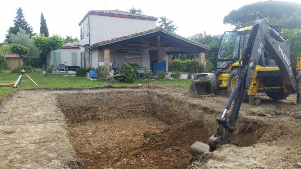 terrassement de la piscine coque polyester Hydrazur piscines 31