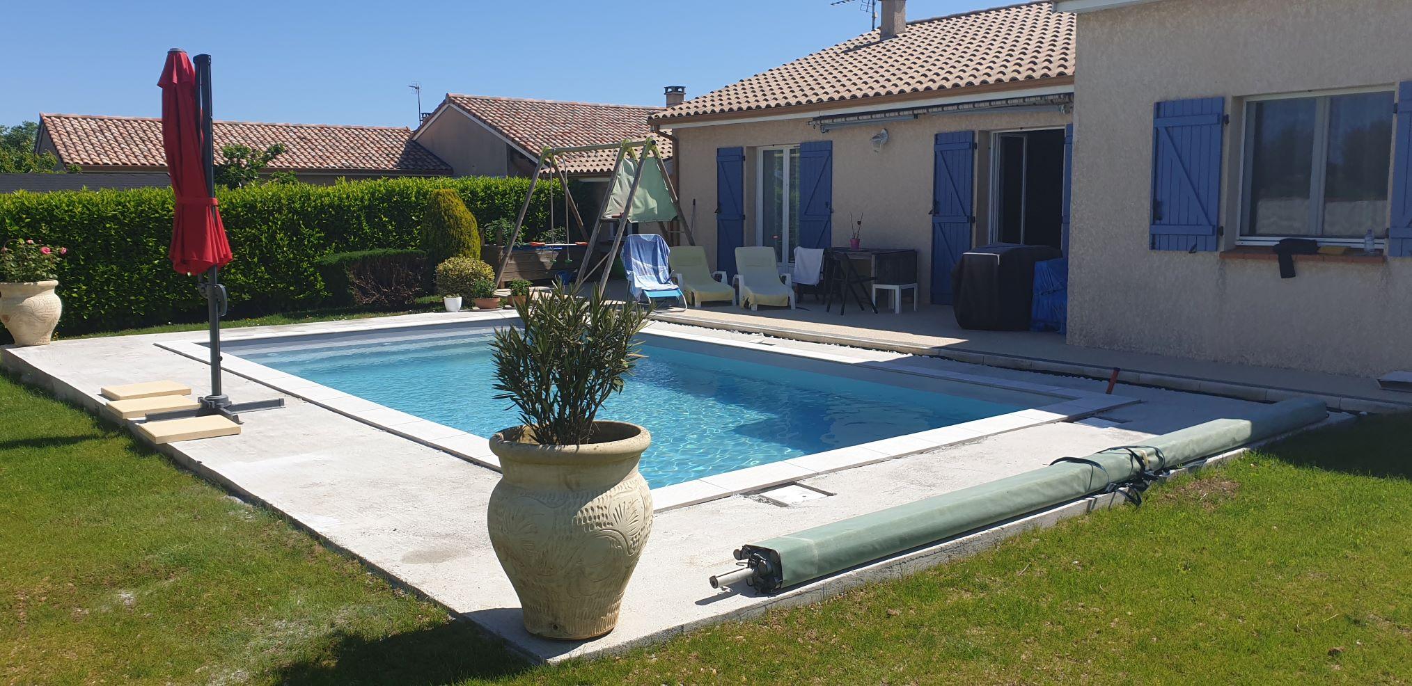 installation piscine coque polyester